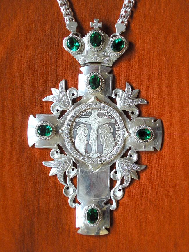 Cruce de piept din argint batut cu pietre semipretioase