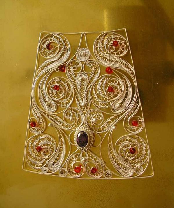 fragment-aureola-icoana-Maica-Domnului-si-pruncul-Iisus-tehnica-filigran-cu-pietre