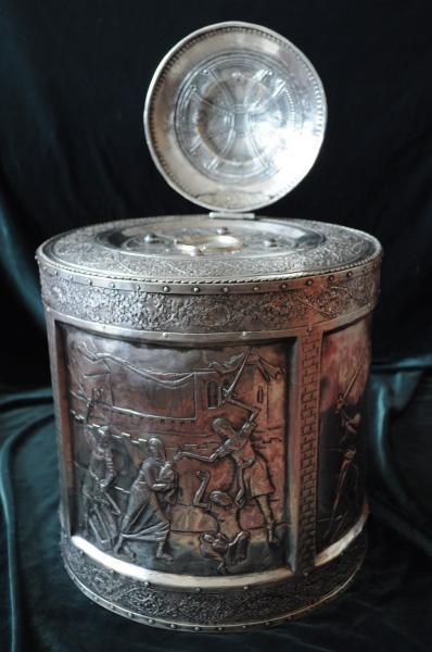 Racla argint rotunda cu scene din uciderea pruncilor de catre Imparatul Irod